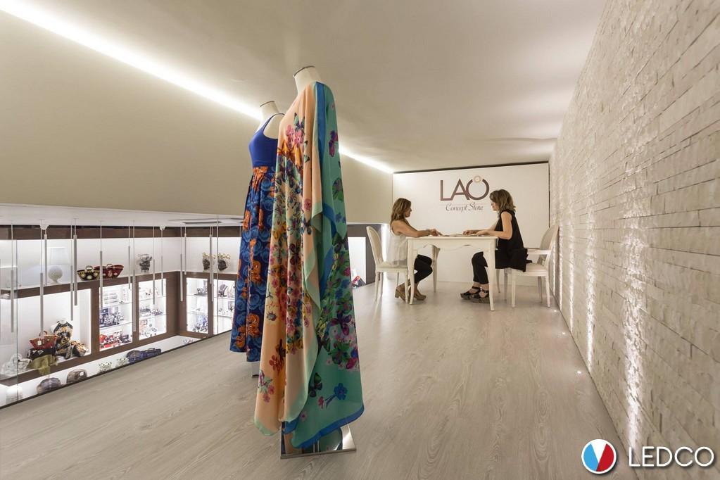 Illuminazione con strip led lao concept store sicilia ledco italia