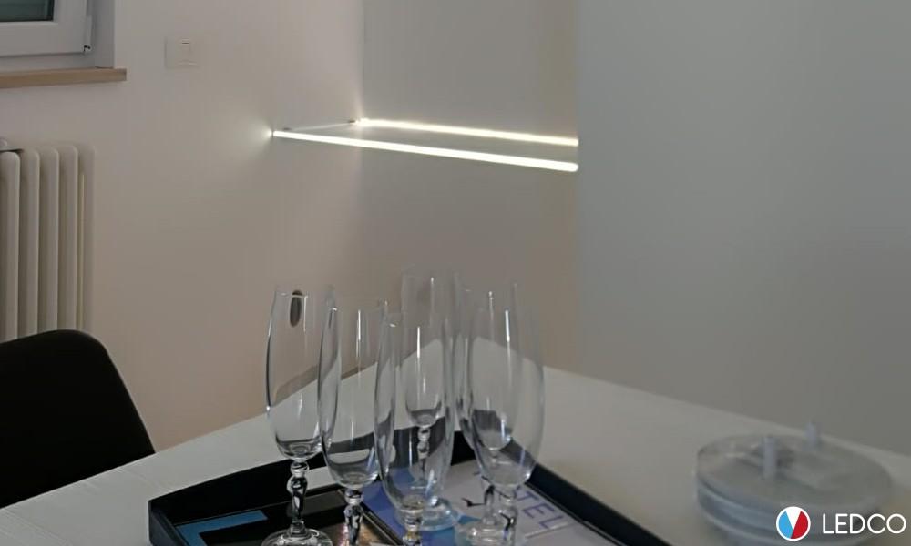 Mensole in vetro illuminate – abitazione privata
