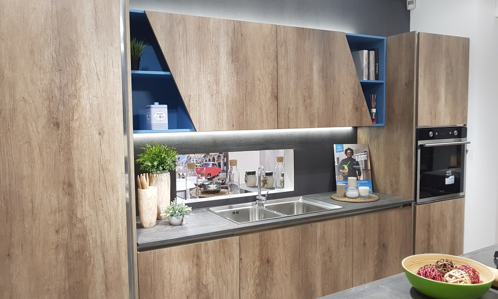 Barra sottopensile led touch – Showroom cucine – Bari