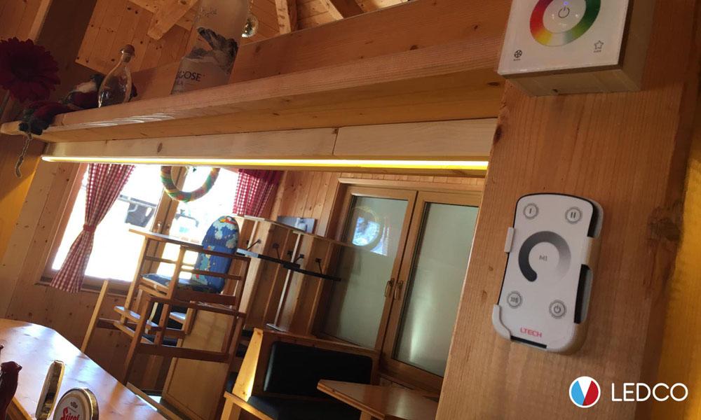 Strip led luce calda e controller a parete – Bar – Villach Austra