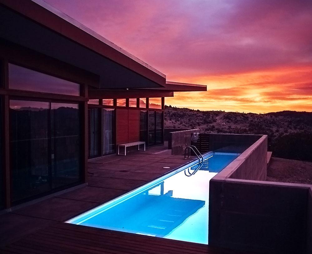 immagine di piscina con led custom per illuminazione piscina