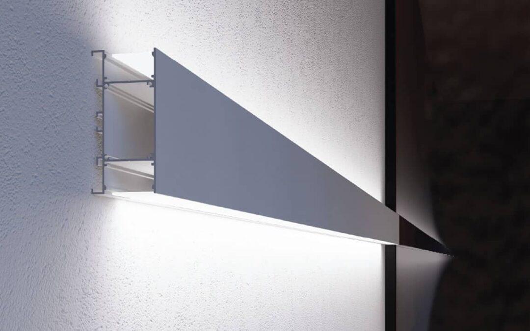 Nuovo profilo in alluminio PR750: doppia emissione di luce per installazioni a parete o sospensione