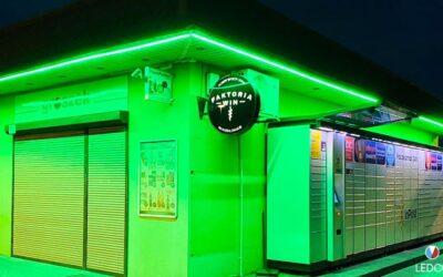 Illuminazione esterna negozio di alimentari a Poznań – Polonia
