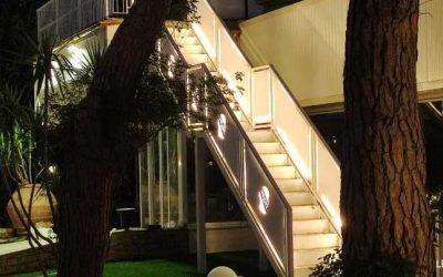 Illuminazione scala esterna sala ricevimenti con strip LED 220V
