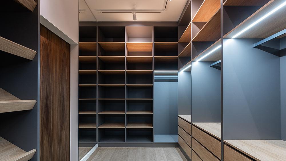 Come illuminare l'armadio e la cabina armadio con illuminazione LED