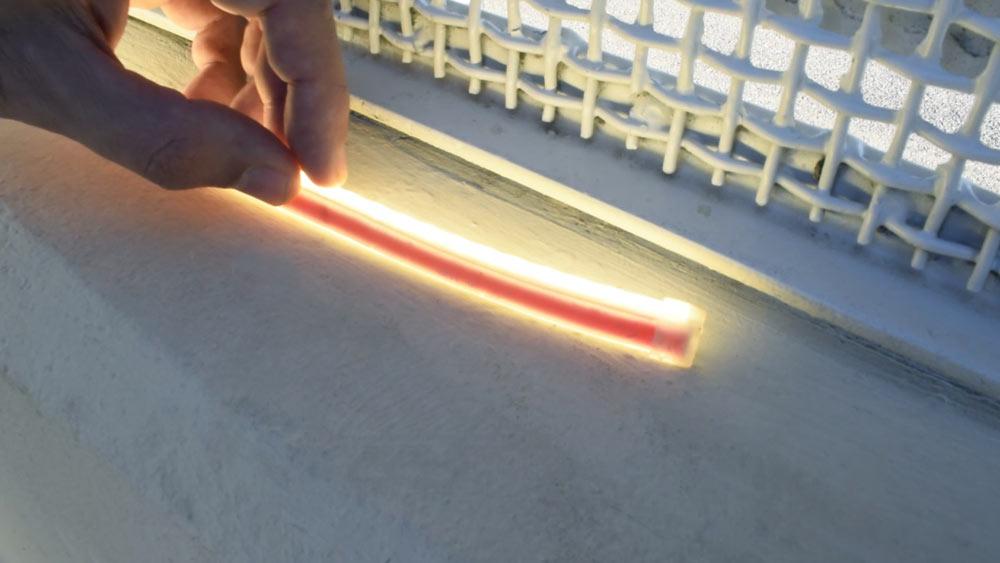 Ecco cosa succede ad una strip LED 220V dopo più di un anno di utilizzo all'esterno
